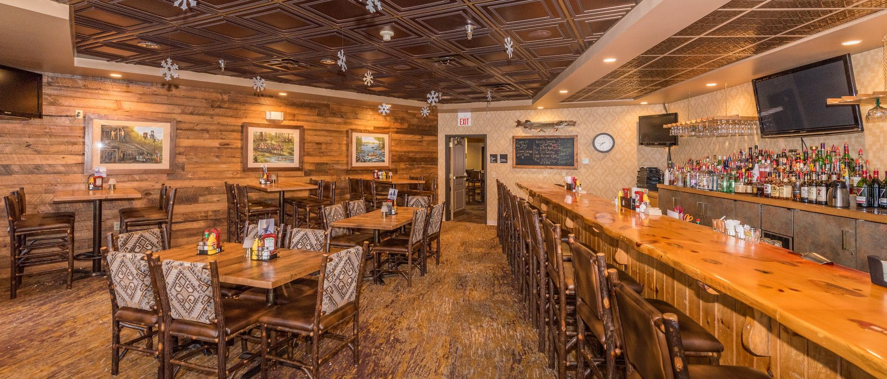 Evergreen Restaurant & bar at Grand Ely Lodge